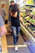 MInka Kelly shops at Whole Foods in Beverly Hills 01/06/14