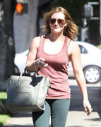 http://img222.imagevenue.com/loc1103/th_656694791_Hilary_Duff_leaving_hair_salon11_122_1103lo.jpg