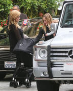 http://img222.imagevenue.com/loc1114/th_559280195_Hilary_Duff_at_the_Four_Seasons_Hotel16_122_1114lo.jpg
