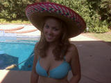 Erika Christensen in a sombrero and bikini in a twitter pic LQ Foto 287 (Эрика Кристэнсэн в сомбреро и бикини в Twitter ПИК LQ Фото 287)