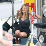 """Jennifer Aniston On the set of 'Bounty Hunter' Foto 954 (Дженнифер Анистон На съемках фильма """"Bounty Hunter"""" Фото 954)"""