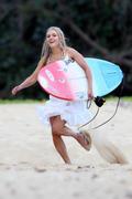 http://img222.imagevenue.com/loc640/th_913438466_Preppie___AnnaSophia_Robb_in_a_bikini_on_Soul_Surfer_set_in_Hawaii___Feb._13_2010_5362_122_640lo.jpg
