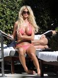 Виктория Сильвстед, фото 1490. Victoria Silvstedt - Sexy bikini poolside in Miami Beach on December 28, foto 1490