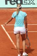 http://img222.imagevenue.com/loc865/th_888110181_sharapova19_123_865lo.JPG