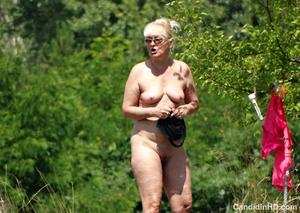 th_030414648_cihd_332_NudeGranny_005_123_921lo.JPG