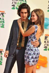 http://img222.imagevenue.com/loc952/th_358474956_CFF_Zoey_Deutch_Nickelodeons_25th_Annual_Kids_Choice_Awards_In_LA_March_31_2012_018_122_952lo.jpg