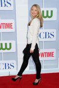 http://img222.imagevenue.com/loc1133/th_822721392_Elisabeth_Harnois_CW_CBS_and_Showtime_Summer_TCA_Party10_122_1133lo.jpg